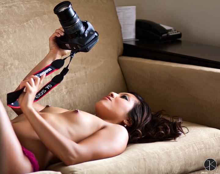 Lynessa holding a Canon EOS 7D